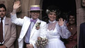 Elton Jhon y Renate Blauel, el día de su boda, en 14 de febrero del 1984.