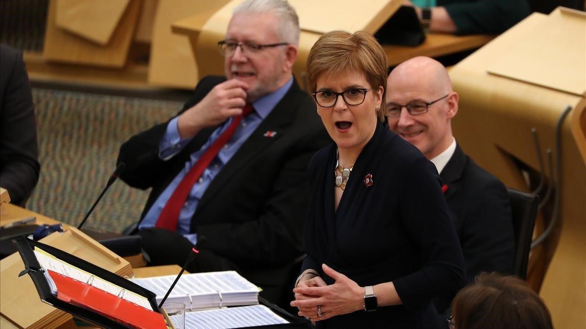 La ministra principal de Escocia, Nicola Sturgeon, en una sesión del Parlamento de Edimburgoeste jueves.