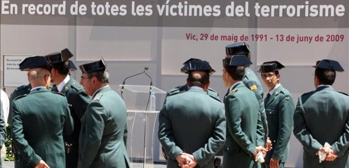 Acto de homenaje a las víctimas del atentado de ETA en la casa-cuartel de Vic.