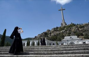 Una monja de Pro Ecclesia Sancta, en el Valle de los Caídos el pasado día 21.