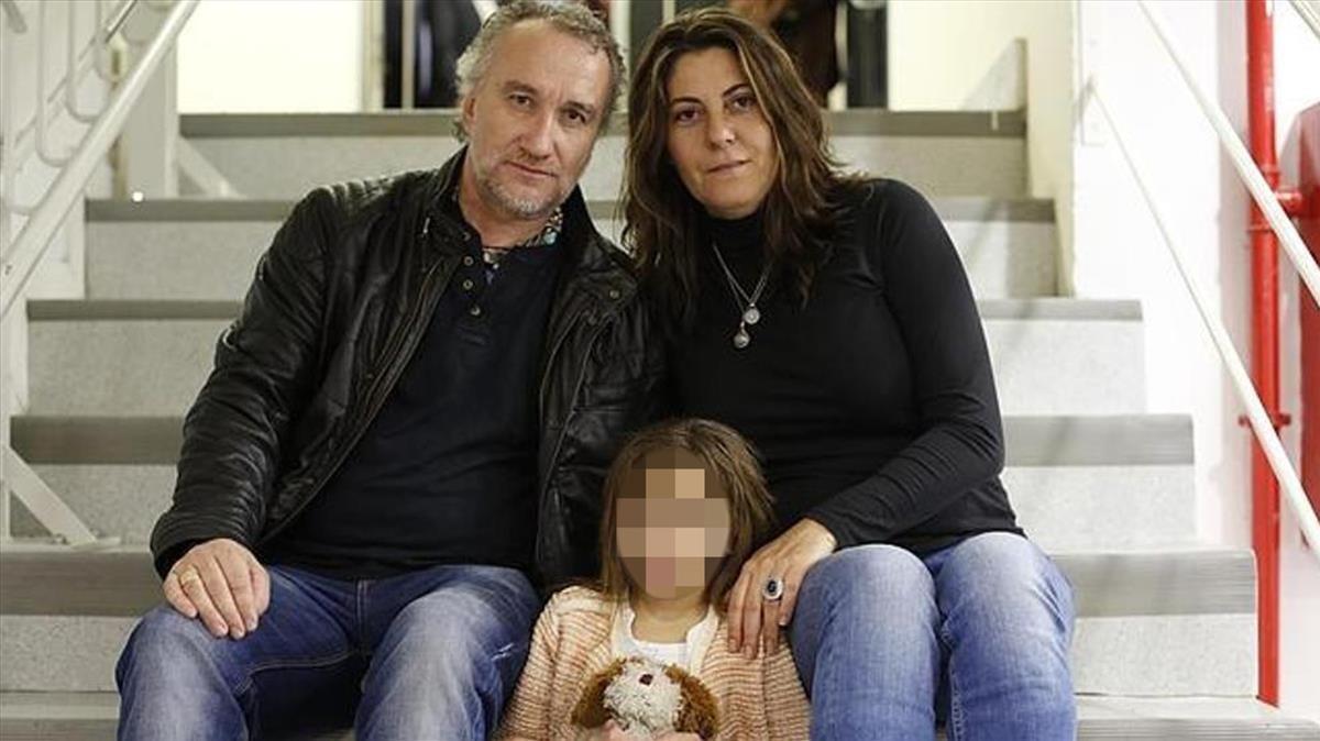 Nadia Nerea, con sus padres Fernando Blanco y Marga Garau.