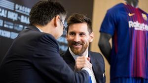 Messi y Bartomeu, en el 2017.