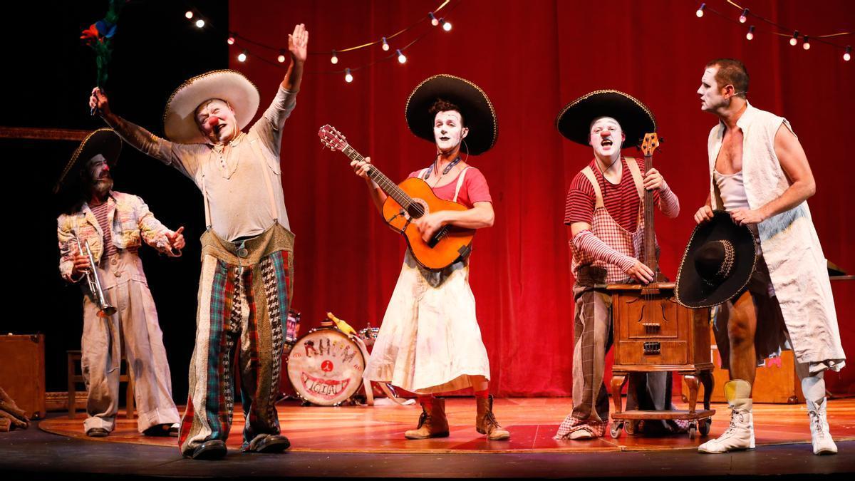 Los clowns más gamberros en un momento de 'Gran reserva'.