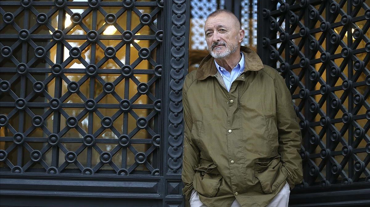El escritor Arturo Pérez-Reverte, en la sede de la RAE