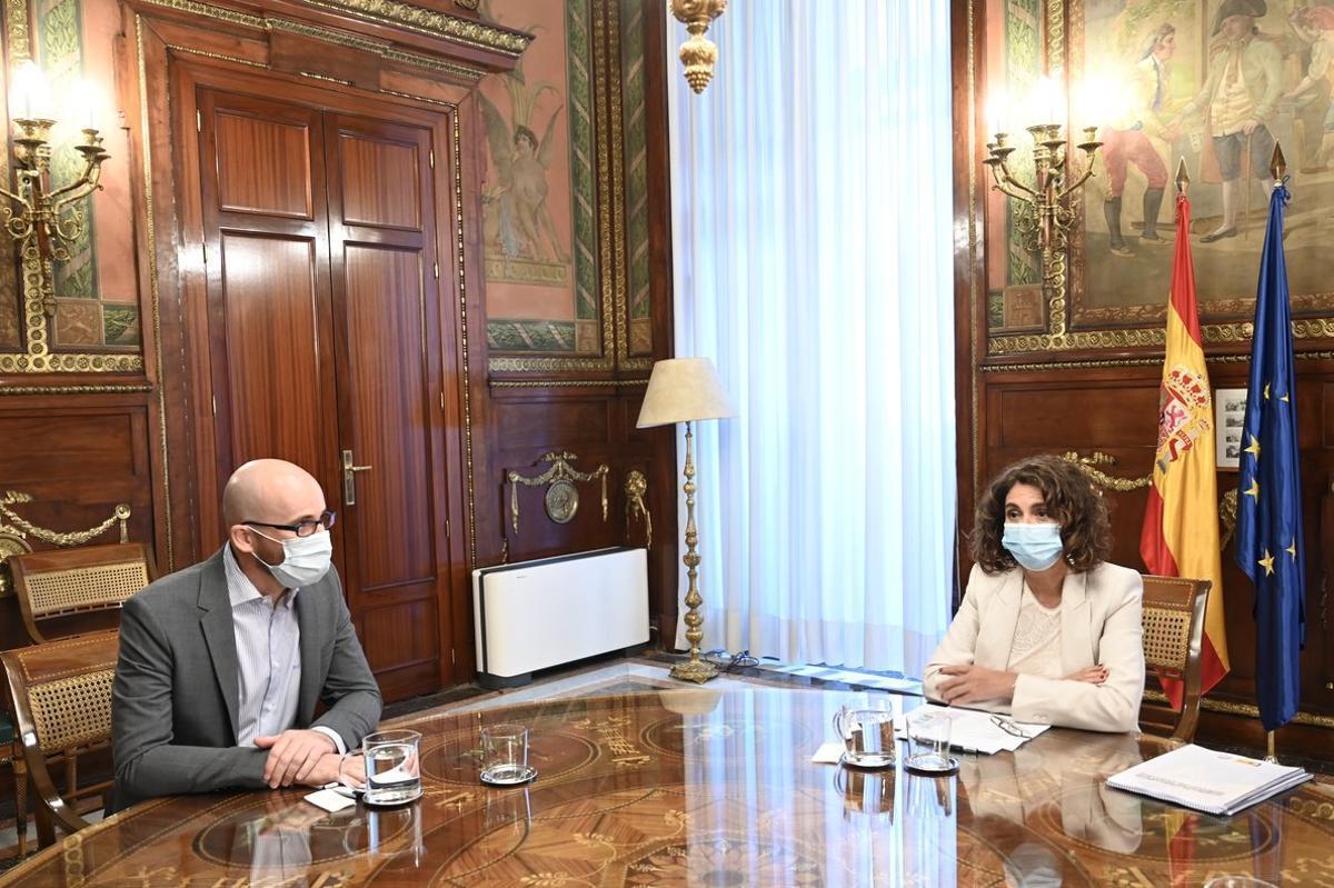 La ministra de Hacienda, María Jesús Montero, y el secretario de Estado de Derechos Sociales y responsable económico de Podemos, Nacho Álvarez, durante su primera reunión para abordar los Presupuestos, este 1 de septiembre.