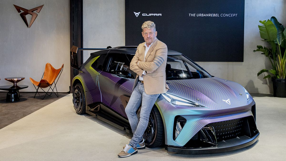Prototipo Cupra UrbanRebel Concept y Wayne Griffiths, CEO de Cupra.
