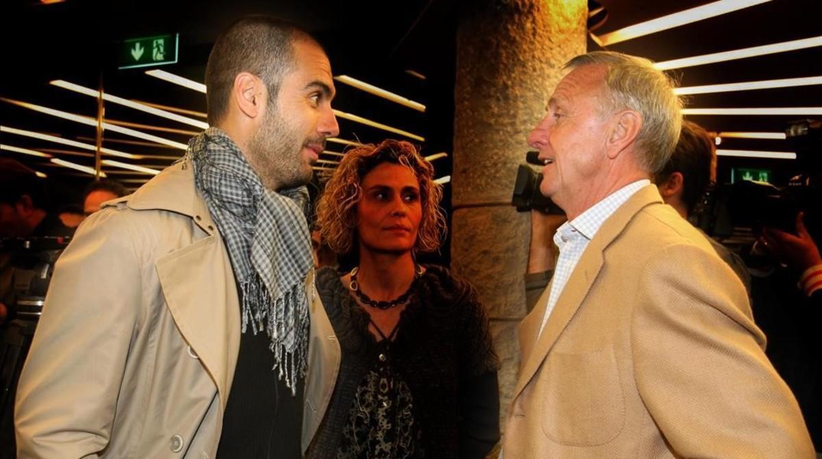 Guardiola y Cruyff en un acto de la Generalitat de Catalunya en el 2009.