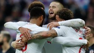 Walker, Stones, Alli y Dier celebran el triunfo de Inglaterra sobre Croacia.