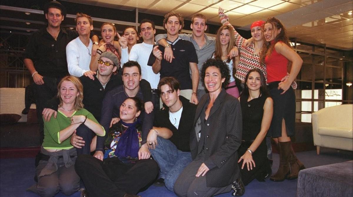 Los concursantes y parte del equipo de la primera edición de'Operación Triunfo'.