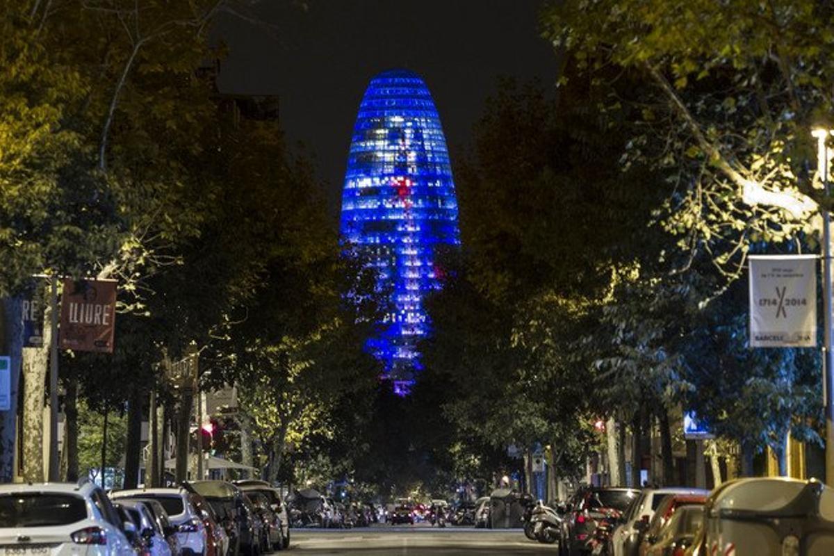 La torre Agbar, iluminada, en las pasadas fiestas de la Mercè.