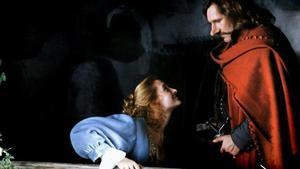 Anne Brochet y Gérard Depardieu, durante una escena de la película Cyrano de Bergerac.