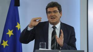 El ministro de Inclusión y Seguridad Social, José Luis Escrivá, durante un rueda de prensa./DAVID CASTRO