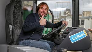 Quim Masferrer, a bordo del autocar de 'La Marató' dedicada a las enfermedades minoritarias.