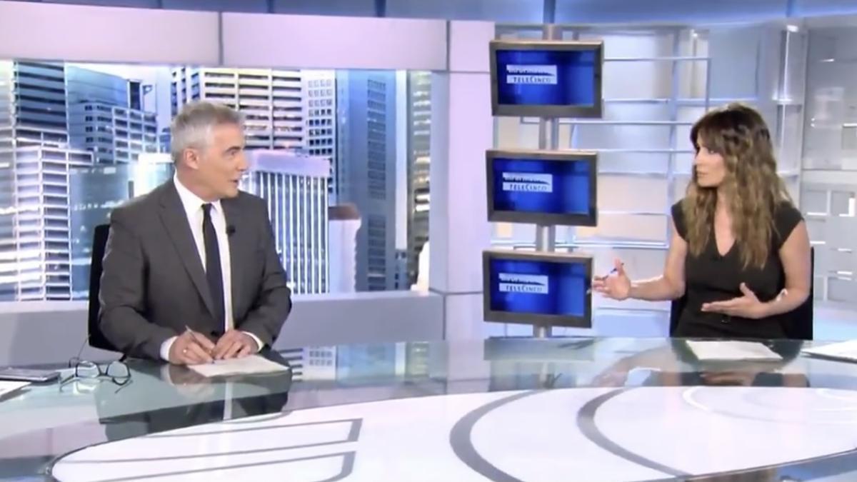 """La inesperada broma de David Cantero a Isabel Jiménez en 'Informativos Telecinco': """"Quiero irme a casa"""""""