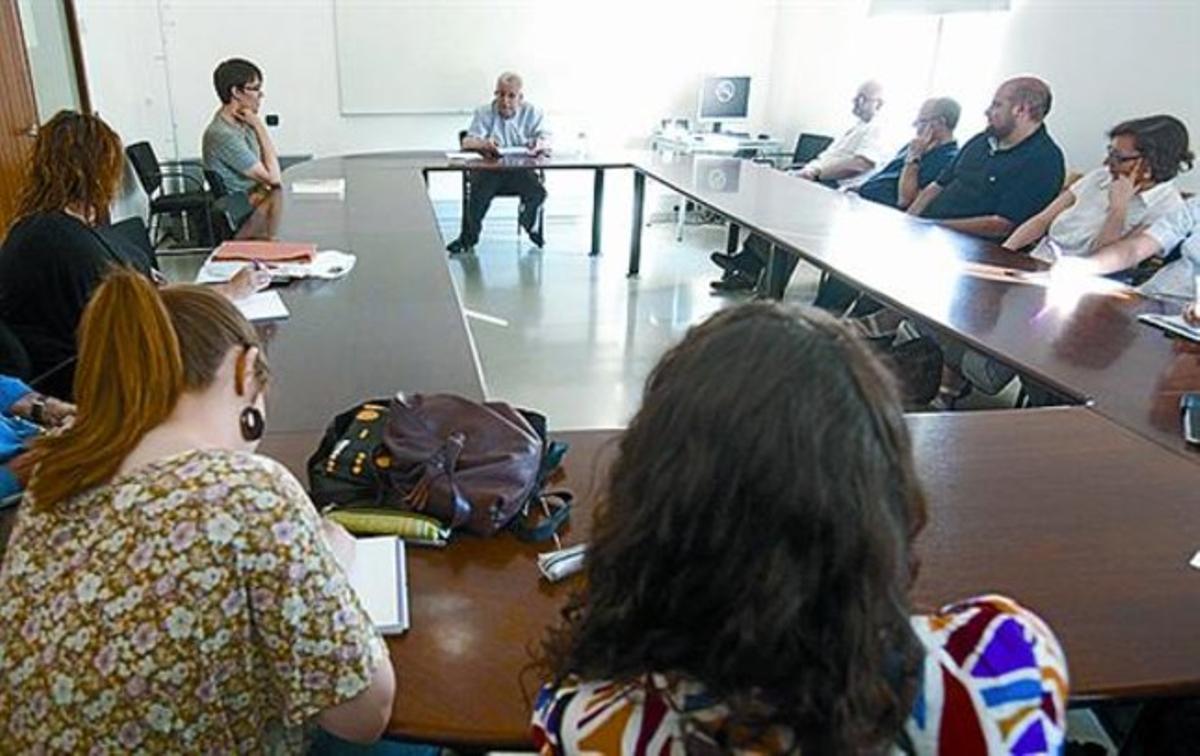 Josep Fontana, al fondo, durante su última clase en la UPF.