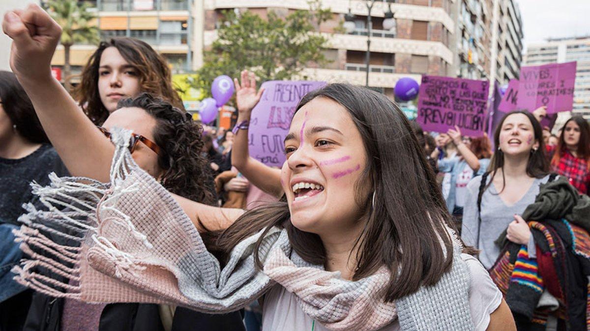 Varias mujeres, en la manifestación del 8 de marzo del 2018 en Valencia.