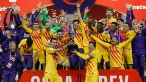 La plantilla exhibe la Copa conquistada sobre el Athletic.