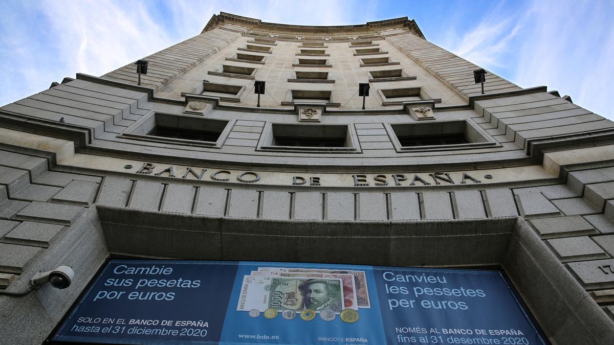 Fachada del Banco de España en la plaza de Catalunya de Barcelona.