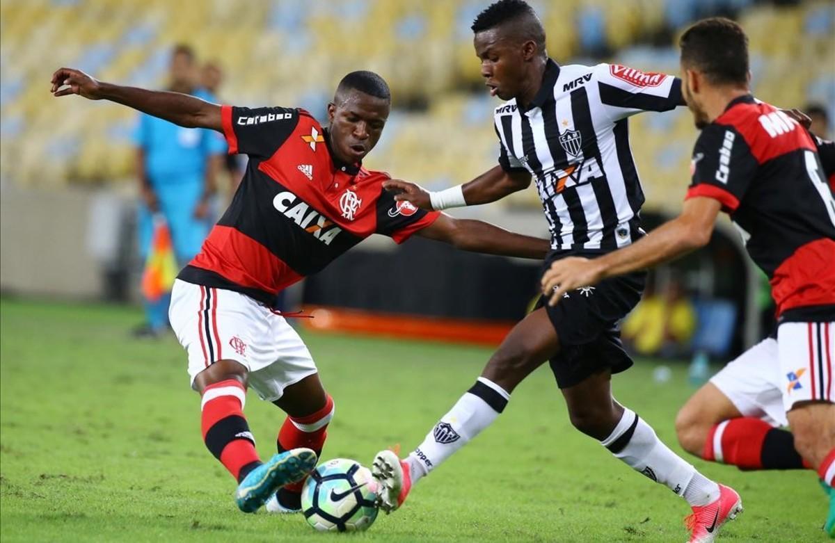 Vinicius Junior, durante su primer partido como profesional contra el Atlético Mineiro.