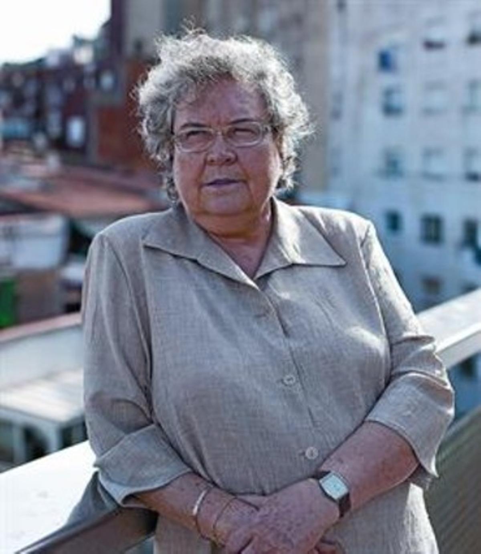 Custòdia Moreno, en la biblioteca del Carmel, por la que tanto batalló.