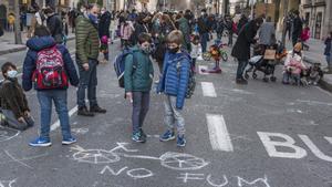 Protesta a favor de la pacificación del entorno escolar, el 15 de enero, en Roger de Llúria, entre Casp y Gran Via