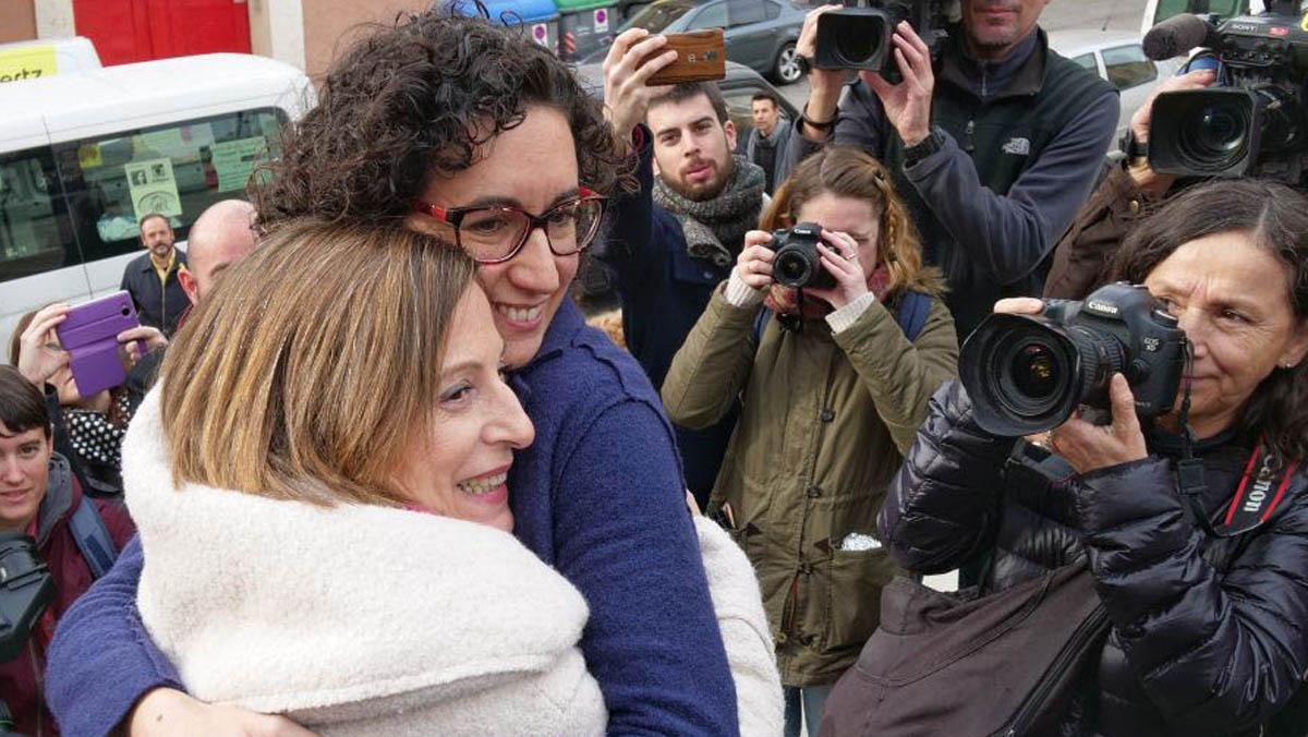 Carme Forcadell y Marta Rovira en el mitinde Badalona.