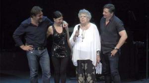 En la fiesta sorpresa actuaron cantantes como Joan Manuel Serrat, Victor Manuel, Ana Belén yMiguel Ríos.