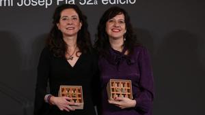 Las autoras Ana Merino y Laia Aguilar, ganadoras del Nadal y el Pla, respectivamente, ayer en el Hotel El Palace de Barcelona