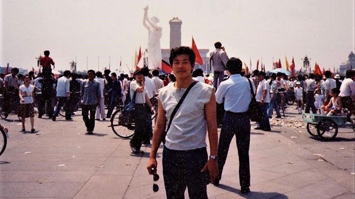 Yang Jianli on Tiananmen Square on June 3rd 1989.