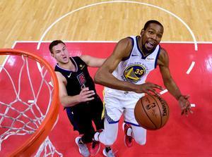 El alero estrella de los Warriors consiguió por quinto partido consecutivo al menos 30 puntos.