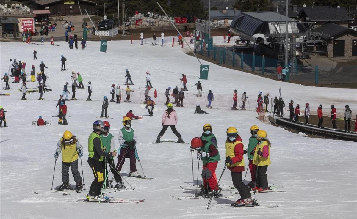 Esquiadores en La Masella, en los días previos al primer fin de semana sin restricciones comarcales.
