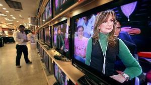 Un televisor reproduce un momento de 'El diario de Patricia'.