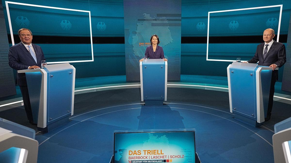 Armin Laschet, Annalena Baerbock y Olaf Scholz, durante el primer debate televisado la noche del domingo, en Berlín.
