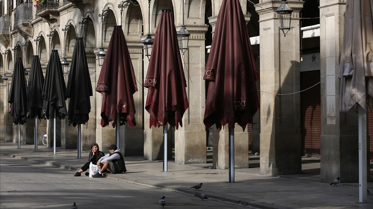 La plaza Real con todas las terrazas cerradas.