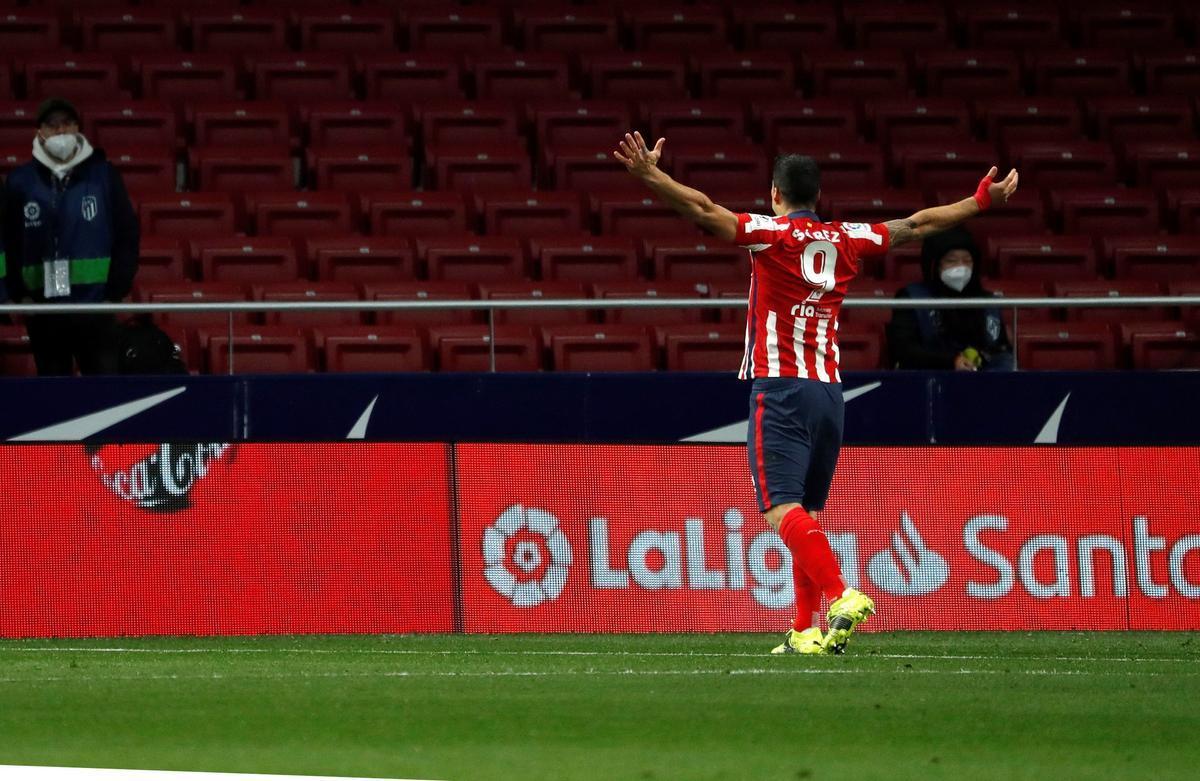 El atlético Luis Suárez celebra el gol del 1-0 ante el Alavés.