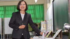 La presidenta de Taiwán, Tsai Ing-wen, obtuvo hoy un claro triunfo en las elecciones presidenciales del país.