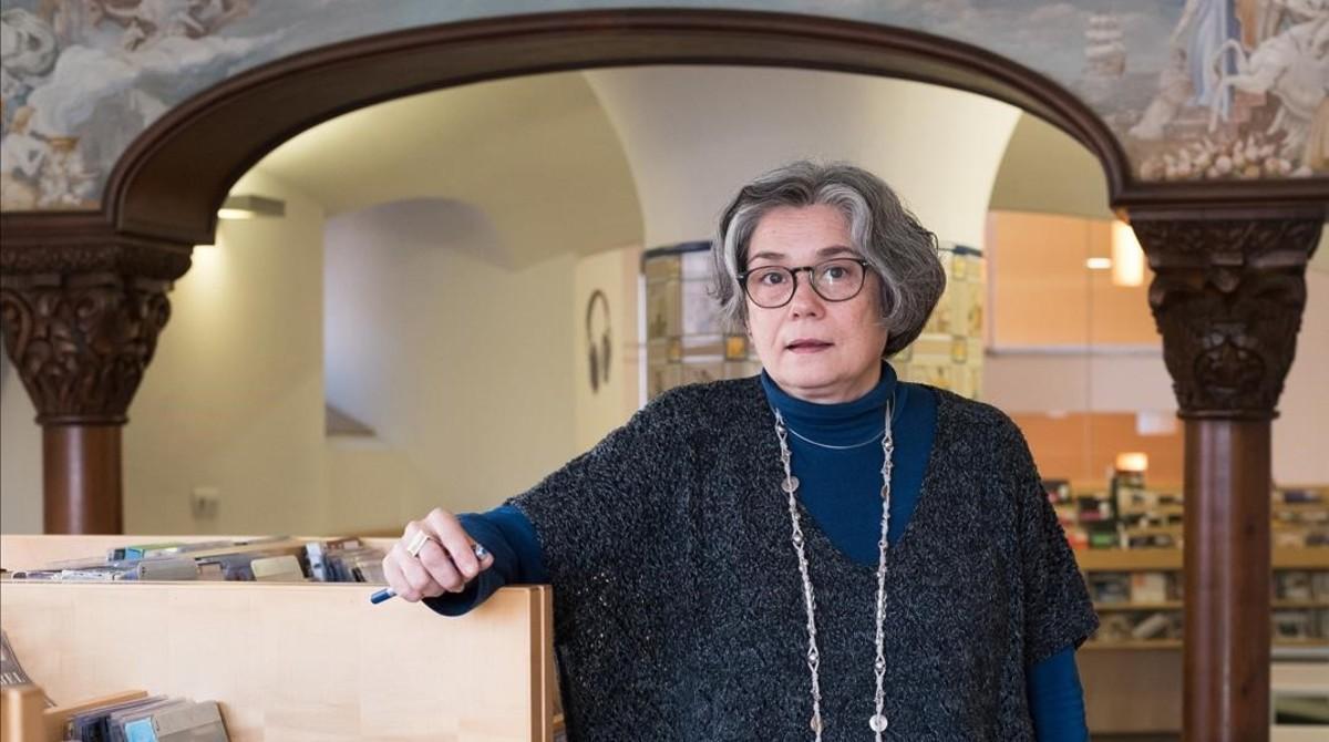 Anna Saumell,directora de la Biblioteca Horta - Can Mariner, en la masía donde está esta sala de lectura.
