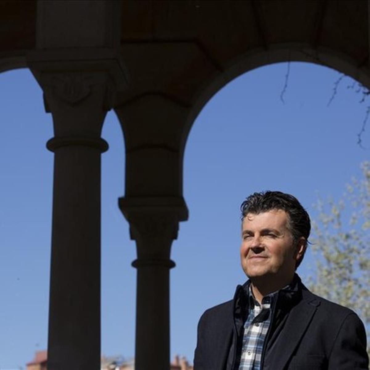 Ramon Gener, director y presentador de 'This is opera' (La 2), en el parque de la Ciutadella de Barcelona.