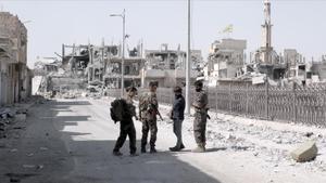 Évole, en la ciudadde Raqqa, en una imagen de 'Salvados'.