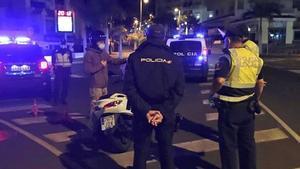 Policías locales y nacionales en las calles de Madrid.
