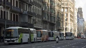 Barcelona intenta posar ordre en l'eixam d'autocars interurbans