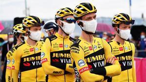 Corredores deo equipo Jumbo, este martes en el Giro.