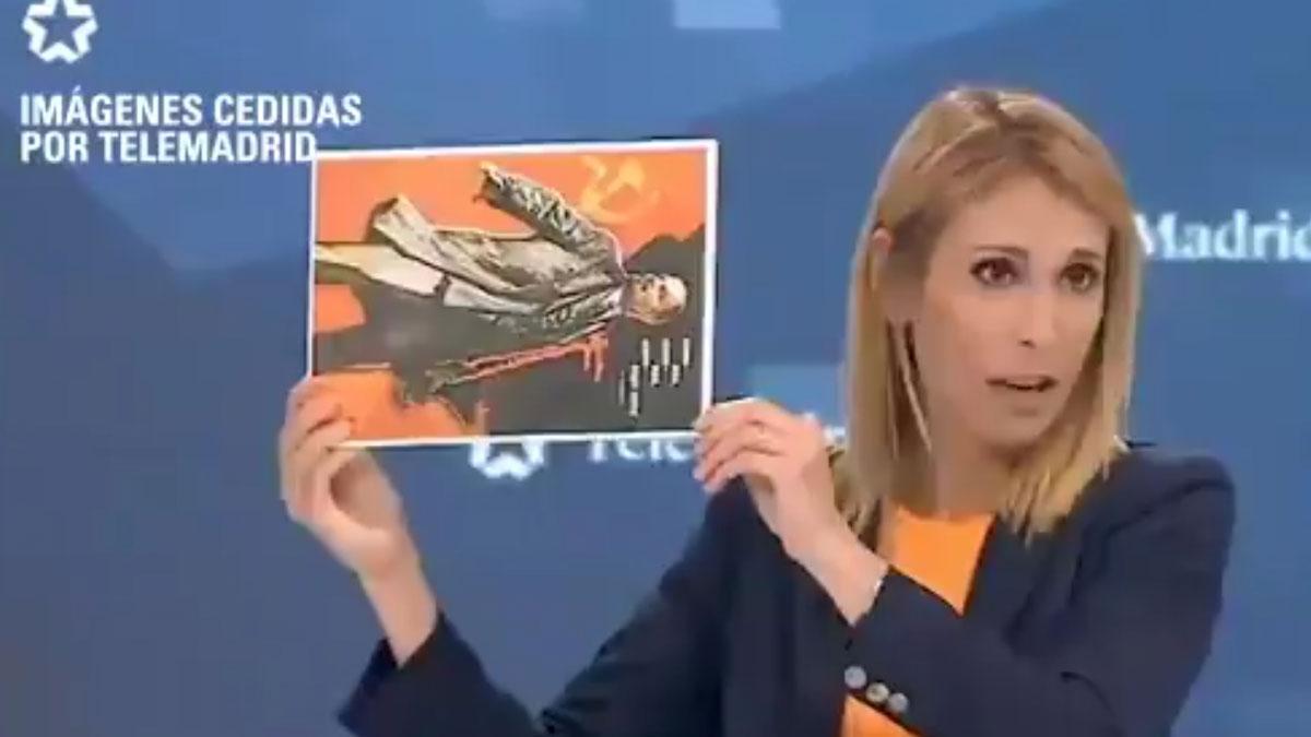 Silvia Saavedra (Ciudadanos) muestra una imagen de Lenin en el debate de Telemadrid.