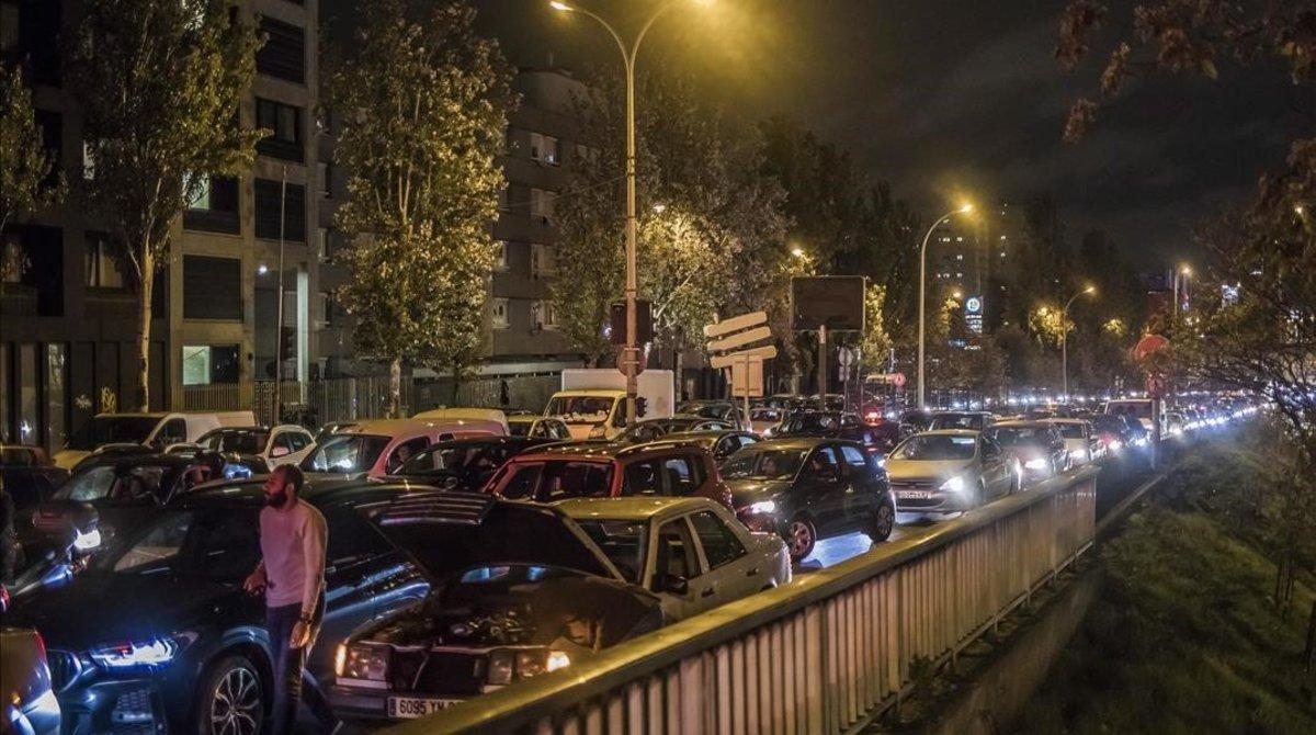 Atasco en las calles de París, el 29 de octubre, cuando miles de ciudadanosabandonanla ciudad rumbo a segundas residencias tras decretarse el confinamiento.