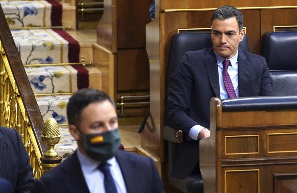 El presidente Pedro Sánchezy el líder de Vox, Santiago Abascal, en el Congreso