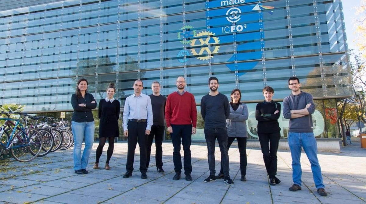 El equipo de investigadores del ICFO que coordinan The Big Bell Test,un experimento cientifico que emplearálos datos de decenas de miles de usuarios que jueguen el30 de noviembre a un juego 'online'.