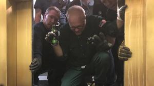 Los bomberos en la operación de rescate de Chicago.