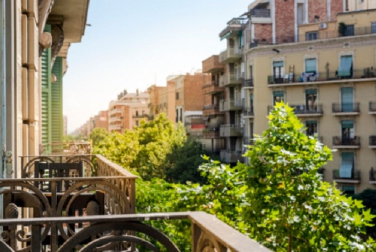 Pisos en Gràcia con balcones, patios y terrazas, la gran demanda inmobiliaria en Barcelona
