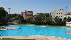 La piscina exterior de Ca n'Arimon de Mollet del Vallès.