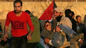 Dos semanas después de que un proyectil golpeaseel ojo derecho de Mohammad An-Najjar durante una protesta en la frontera de Gaza, el niño de 12 años acaba de enterarse de que nunca volverá a ver. La imagen fue tomada por el fotógrafo de Reuters Ibraheem Abu Mustafa, el 11 de enero. Cuando Abu Mustafa llegó a la escena, al este de Khan Younis, escuchó a la gente gritar 'una lesión, una lesión. Continué tomando fotos. Un hombre llevaba a un niño en sus brazos, y la sangre brotaba de su ojo derecho', dijo.